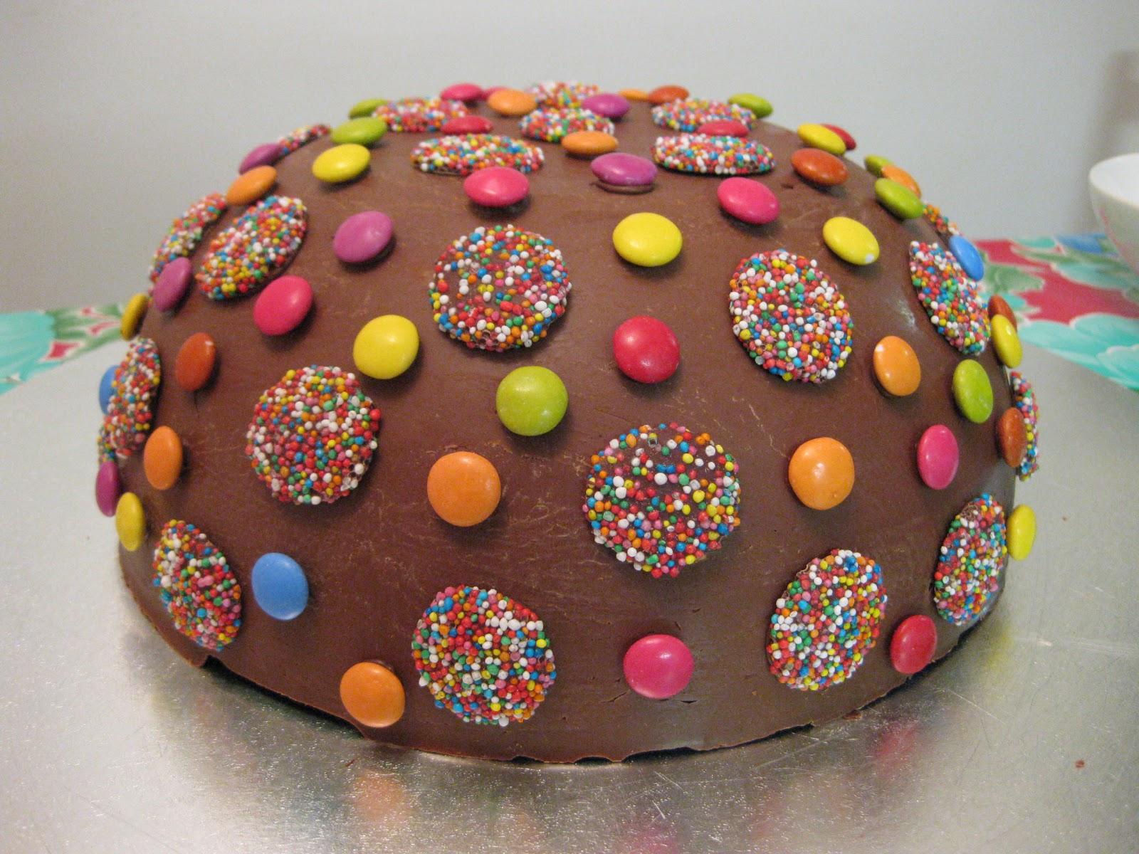 Thirtynine Pinata Birthday Cake