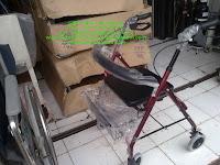 rollator alat bantu jalan orang sakit yang ringan