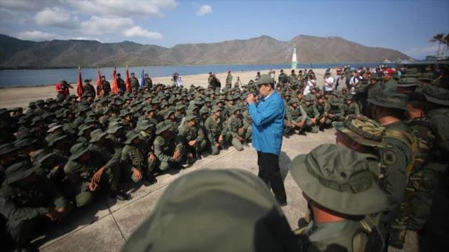 """Maduro pide evitar que Venezuela sea """"estrella de bandera gringa"""""""