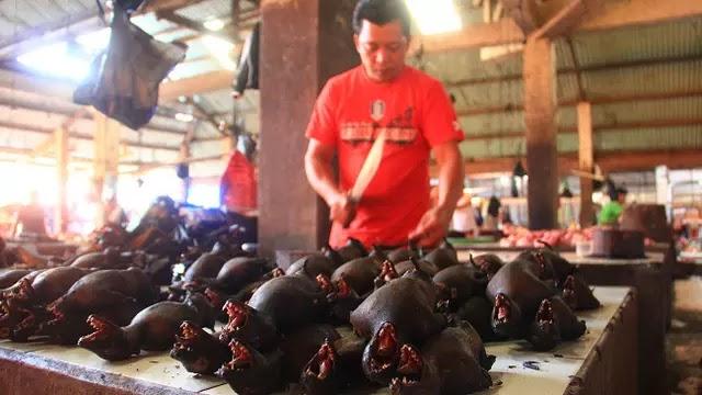1. Pasar Tomohon - Indonesia