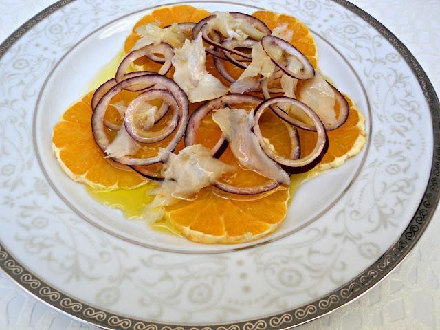 ensalada-bacalao-naranja-cerca
