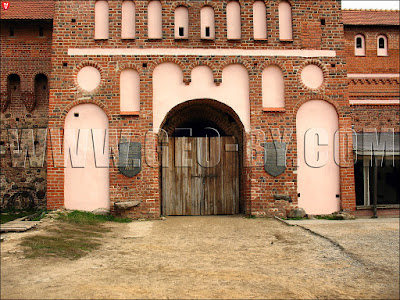 Ворота в Мирский замок