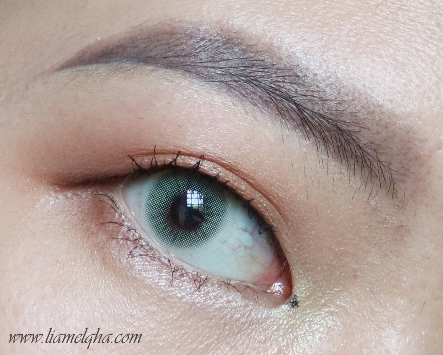 Tutorial: Make Up Mata Natural Menggunakan Eyeshadow Inez