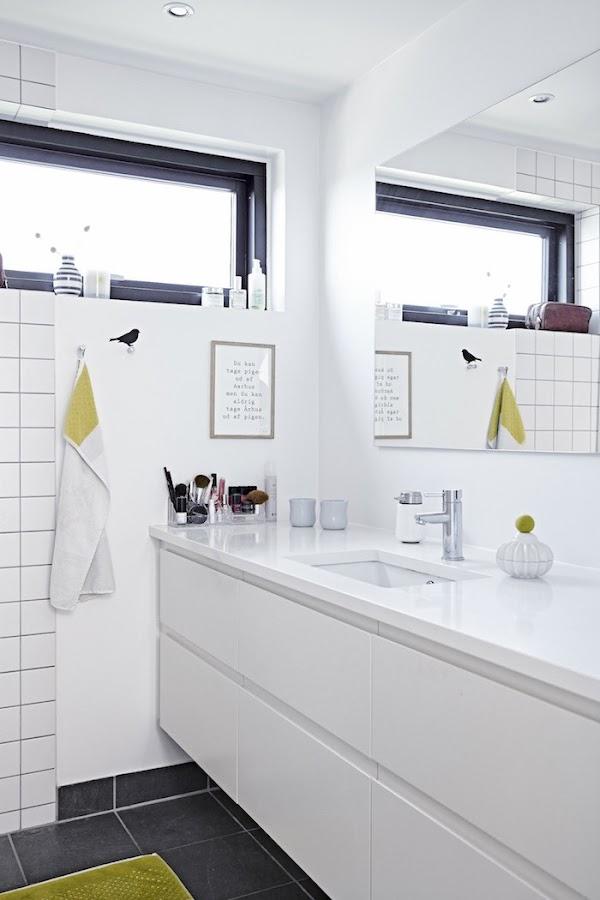 baño blanco y pistacho