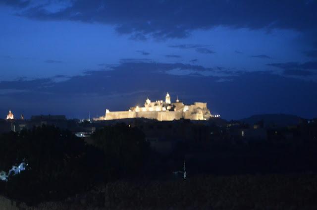 Cittadella Victoria vista de noite