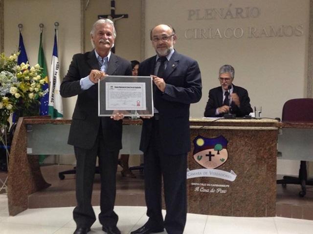 Após 45 anos de contribuição empresário George da Gapel recebe título de cidadão santa-cruzense
