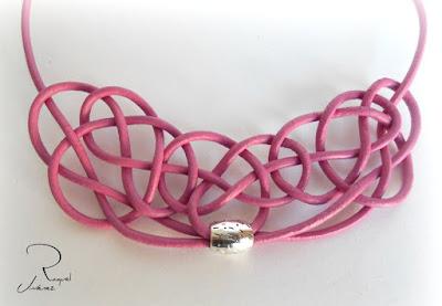 collar cuero rosa