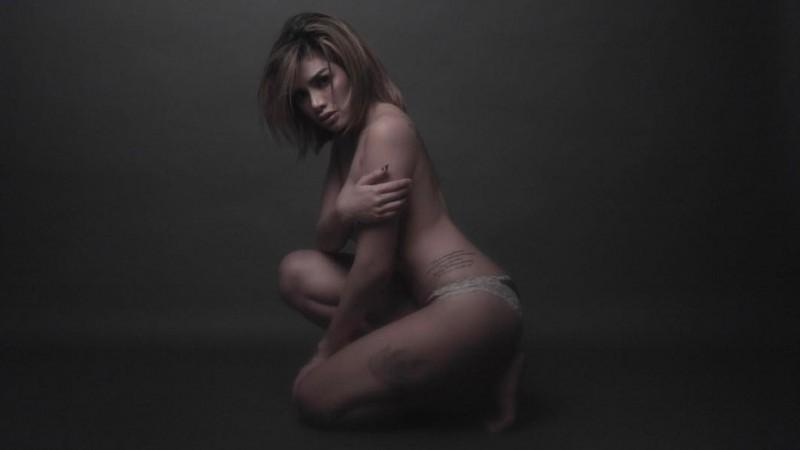 Nikita Mirzani tampil topless