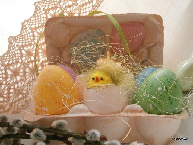 wielkanocny stroik z wytłaczanek po jajkach