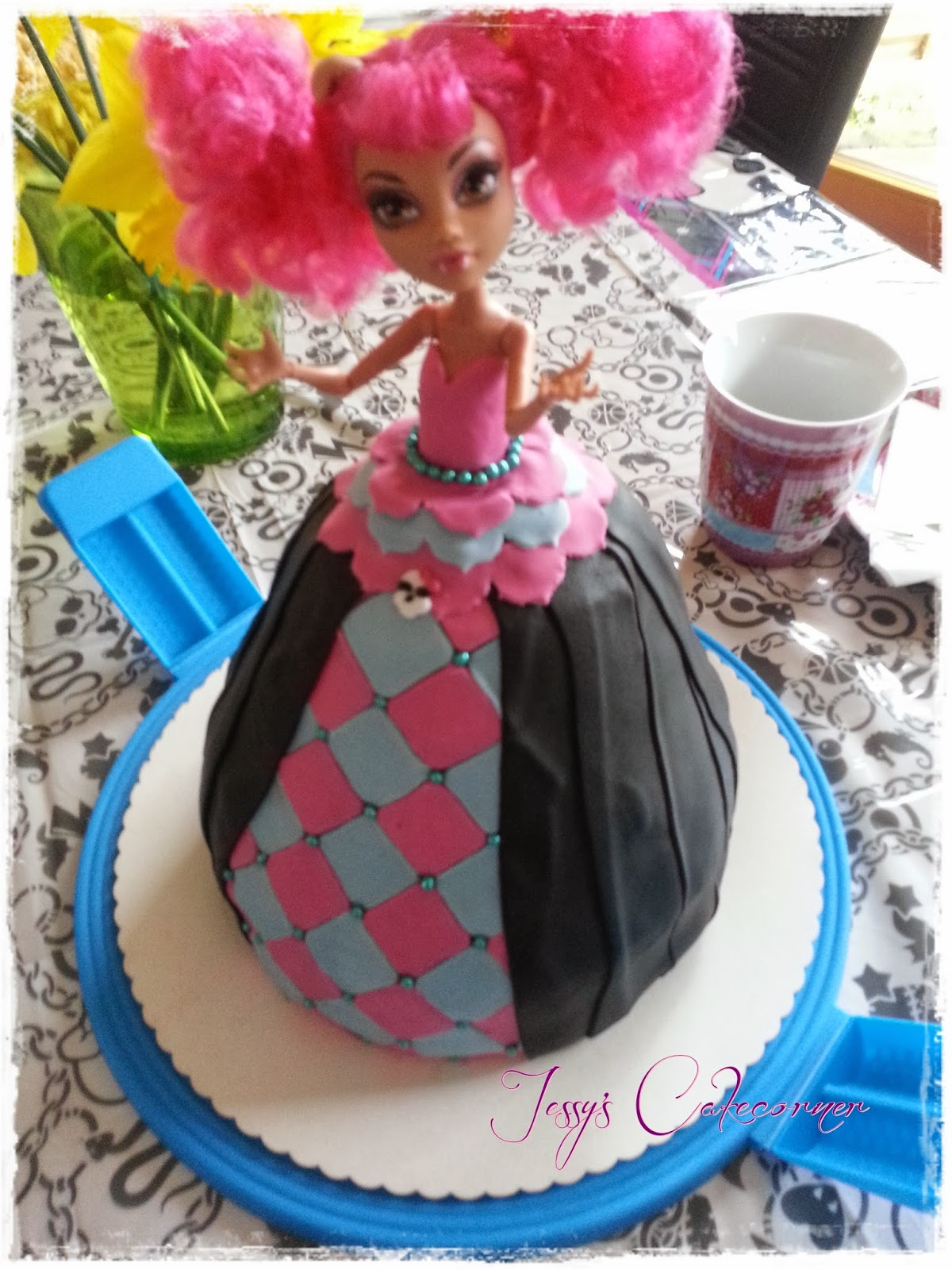 Jessy's doll Barbietorte Monsterhigh cake CakecornerTutorial hQrdoBxsCt
