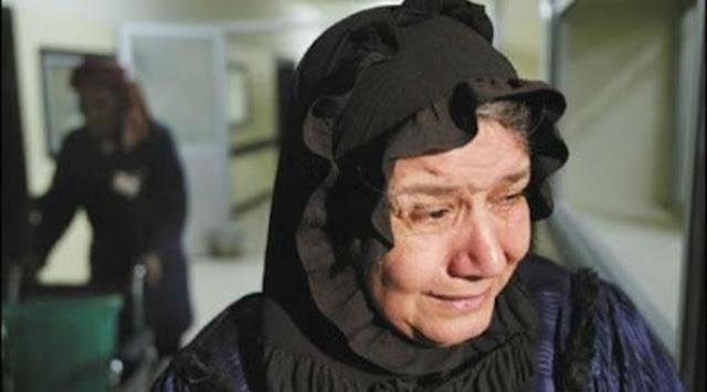 قصة مبكية| رجل أبكى والدته ليضحك زوجته !! تعرف عليها