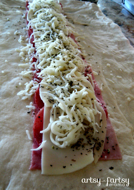 Super Simple Stromboli Recipe at artsyfartsymama.com #recipe #easyrecipe