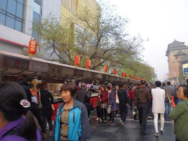 Donghuamen Street en la calle peatonal Wangfujing (Beijing)