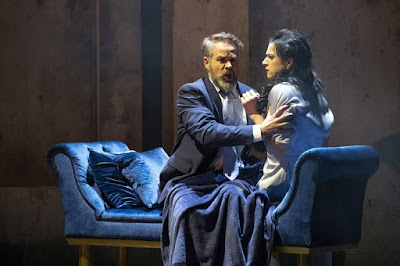 Verdi: Macbeth - Grant Doyle, Madeleine Pierard - English Touring Opera (Photo Richard Hubert Smith)