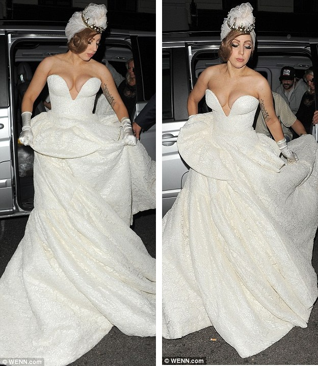 OLD POTRIX BLOG: PHOTOS: Lady Gaga Sppoted wearing VERY ...