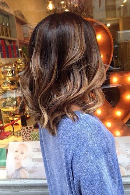 Cada vez mais a tendência de usar cabelo curto está crescendo cada vez mais. Tanto por causa da facilidade de cuidar do cabelo curto, tanto por causa do calor que o cabelo longo causa. Mas principalmente pela beleza que causa. Aqui você irá encontrar 5 cortes de cabelo curto que estão na moda, para você se inspirar e arrasar.