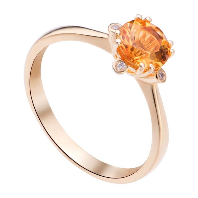 Nên mua nhẫn đính hôn bạc hay vàng để thể hiện thành ý