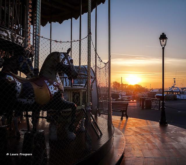 manège au lever du jour,  Honfleur © Laura Prospero