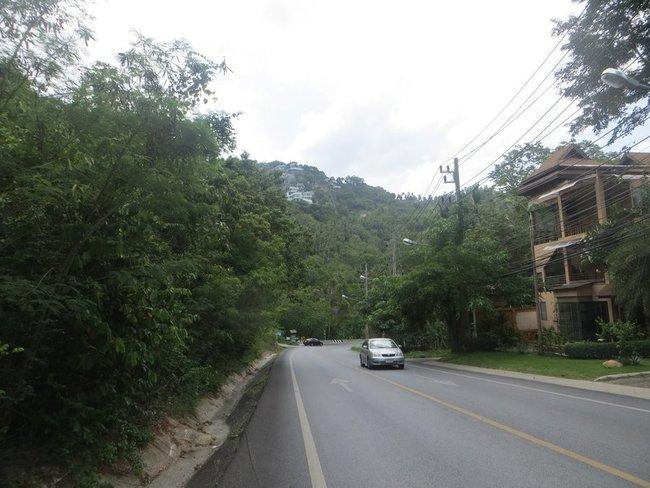 резкий угол дороги на Чавенг