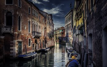 Wallpaper: Travel through Venice