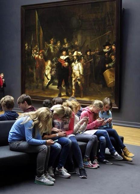 """""""Móviles en el museo"""""""