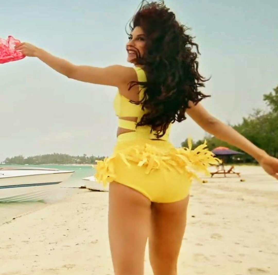 Jacqueline Fernandez hot pics from Judwaa 2