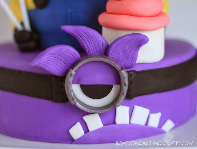 Despicable Me 2 Minion Cake | DIY Cakes