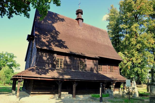 Drewniany kościół św. Leonarda z XV w.