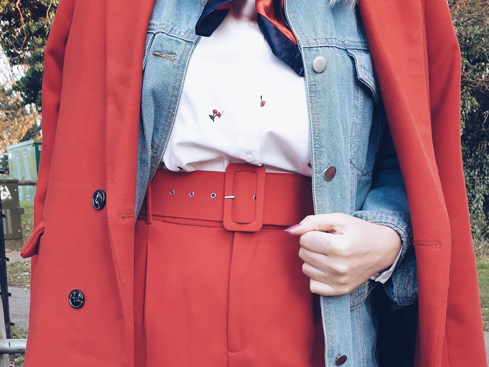 Red High rise trousers with belt czyli czerwień w zimowym zestawie