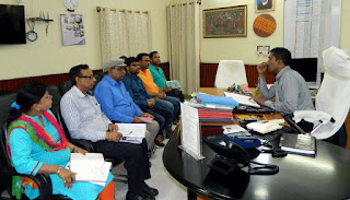 dm-madhubani-meeting-with-postal-staff