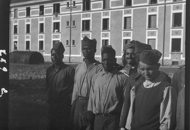 dunkelhäutige/farbige junge Männer - nach dem zweiten Weltkrieg? - Aufnahmedatum unklar