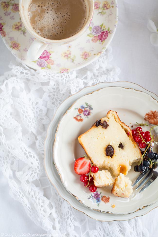 sernik ukraiński z dodatkiem semoliny z owocami