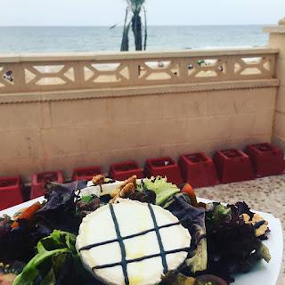 cena junto al mar
