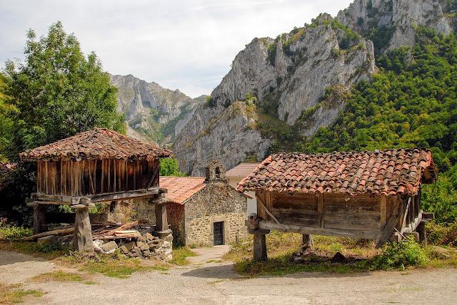 Viboli Parque Natural Ponga. Hórreo Beyusco. Asturias