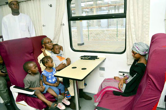 The executive governor of Kaduna state; Mallam Nasir El-Rufai and his young children were spotted on a train ride to Kaduna this morning. The governor was accompanied by his aides and other government officials.