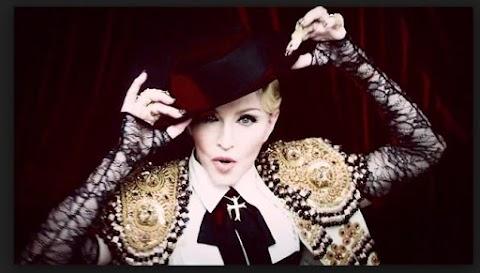 Estrena Madonna Video Living For Love