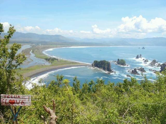 Teluk Cinta (Love), Jember (foto: Jalankemana.com)