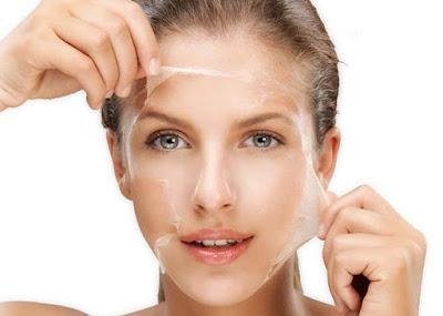 Tẩy da chết là bước quan trọng trong cách làm trắng da ở nhà