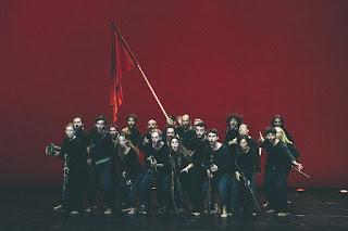 """""""Ρώσικη επανάσταση"""", σε δραματουργία και σκηνοθεσία Τσέζαρις Γκραουζίνις."""