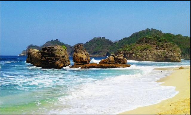 20 Tempat Wisata Malang Kota Terbaru Terfavorit Anti Mainstream  Pantai Kondang Merak