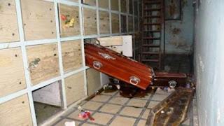 Personas no identificadas dañaron panteones, tiraron al suelo varios cajones e intentaron incendiar el lugar