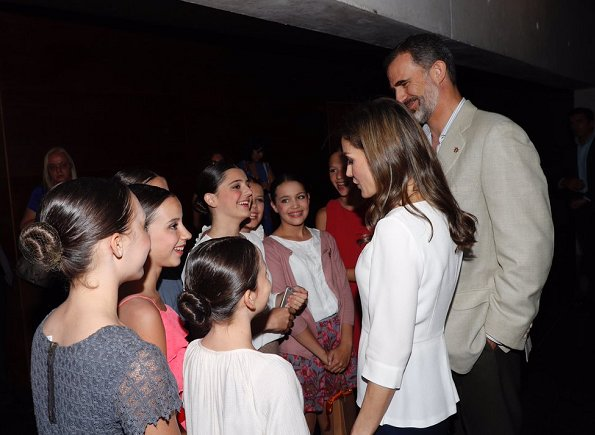 Queen Letizia wore Hugo Boss blouse and Magrit Pumps. Queen Letizia jewels, diamond earrings, Cartier diamond bracelet