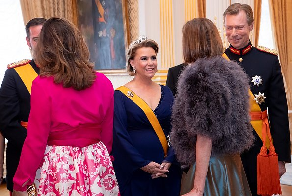 Maria Teresa wore the Belgian Scroll Tiara, Prenses Stephanie wore her butterfly tiara, Prenses Alexandra wore Charlotte's Pearl & Diamond tiara