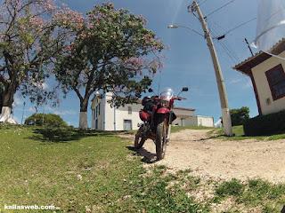 Uma moto em São Gonçalo do Rio das Pedras/MG.