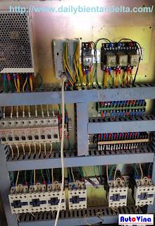 Một số thiết bị bên trong tủ điều khiển máy cắt dán túi 3 biên do Auto Vina sửa chữa và cải tạo