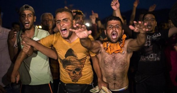 Εν μέσω κρίσης κορωνοϊού μεταφέρουν τους παράνομους μετανάστες στην ενδοχώρα