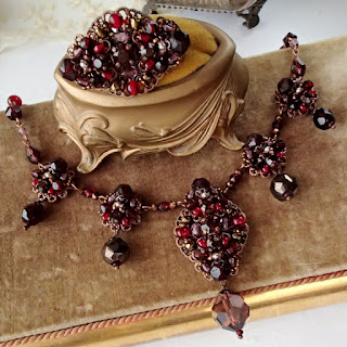 vintage style jewelry. #vintage #vintagestyle #necklace #brooch #dark #red #darkred #vintagejewelry #rhinestonejewelry