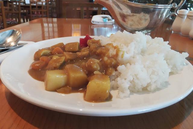 hotel-nikko-hanoi-beef-curry-rice