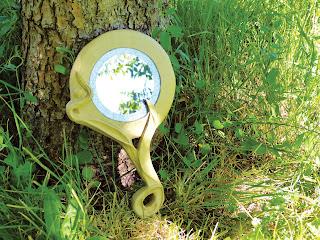 Modèle de création objet décoratif en carton miroir à main en carton par Cartons Dudulle aux stages de loisirs créatif