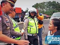 Mendidik, Pelanggar Lalu Lintas di Sukabumi Dihukum Baca Alquran